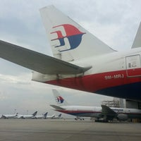 Photo taken at MAS Hangar 6 AMU Line 4 by mdsaleh737 on 12/10/2012