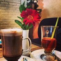 Foto tirada no(a) KOI Restaurant & Gallery por Jessica S. em 12/24/2012