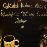 11/8/2012 tarihinde Talha' I.ziyaretçi tarafından Starbucks'de çekilen fotoğraf