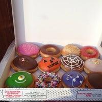 Снимок сделан в Krispy Kreme пользователем Melek . 10/29/2015