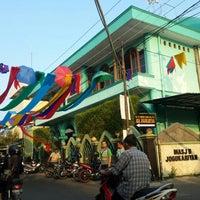 Photo taken at Kampoeng Ramadhan Jogokaryan by Imam S. on 7/12/2015