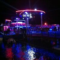 รูปภาพถ่ายที่ Club Catamaran โดย Şafak Ö. เมื่อ 7/2/2013