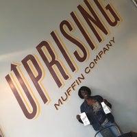 Foto tirada no(a) Uprising Muffin Company por Lynn M. em 10/7/2016