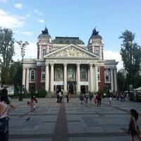 Снимок сделан в Градинката пред Народен театър пользователем Spase M. 5/18/2013