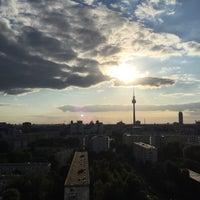Das Foto wurde bei Dachterasse Andreasstraße 22 von Adam G. am 6/10/2015 aufgenommen