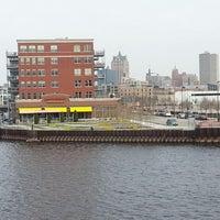 4/29/2013에 William M.님이 Milwaukee Sail Loft에서 찍은 사진
