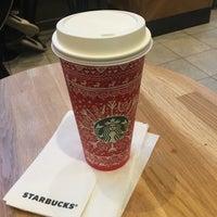 Photo taken at Starbucks by 😈iamtkachenko on 11/28/2016