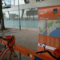 Photo taken at BikeRio - Estação 05 Princesa Isabel by Rodrigo V. on 10/6/2012