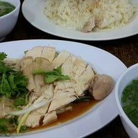 Photo taken at Hainanese chicken rice by Amy 💖 pat on 1/20/2014