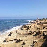 Foto tirada no(a) La Jolla Beach por Dan R. em 8/4/2014