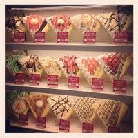 รูปภาพถ่ายที่ Angels Heart Harajuku Cafe Crepe โดย Angela K. เมื่อ 10/26/2012