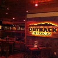 Foto tirada no(a) Outback Steakhouse por Raphael M. em 10/18/2012