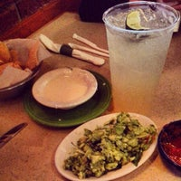 Foto tomada en La Parrilla Mexican Restaurant por Jamie B. el 5/5/2013