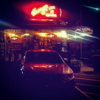 Photo taken at Harry's Cafe de Wheels by Johnny B. on 8/14/2015