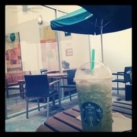 Foto tomada en Starbucks por Antonio A. el 4/17/2013
