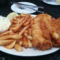 Снимок сделан в Olde Yorke Fish & Chips пользователем Sam S. 2/22/2013