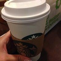 Photo taken at 星巴克 Starbucks by Kissesliyi on 12/10/2013
