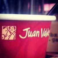 Foto tomada en Juan Valdez Café por Rebeca A. el 5/21/2013