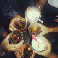 Foto tomada en Arenas Bar & Lounge por Carlos Antonio G. el 5/20/2013