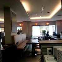 Foto tomada en Georges Tea & Lunch por Jens F. el 10/5/2012