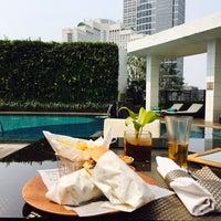 Photo taken at Azure at Mandarin Oriental, Jakarta by Marco M. on 1/24/2016