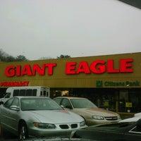 Photo taken at Giant Eagle Supermarket by Tootsie B. on 12/7/2012