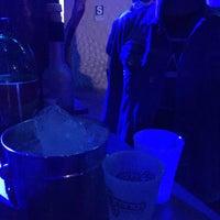 Foto tomada en Arenas Bar & Lounge por Mari C. el 7/30/2016