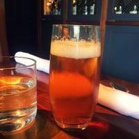 Foto tomada en ROOT restaurant + wine bar por Eric S. el 6/25/2017