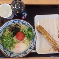 Photo taken at 丸亀製麺 みらい長崎ココウォーク店 by サブロー on 5/7/2015
