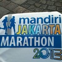 Photo taken at The Jakarta Marathon 2013 by Hidanti K. on 10/27/2013
