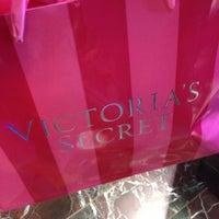 Снимок сделан в Victoria's Secret пользователем Alexandra . 3/20/2013
