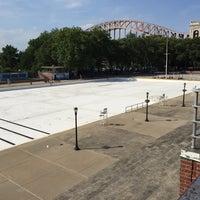 Foto tomada en Astoria Park Pool por Will C. el 6/14/2015