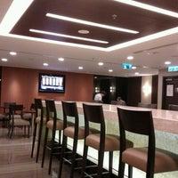 Das Foto wurde bei Singapore Airlines SilverKris Lounge von C A. am 11/30/2012 aufgenommen