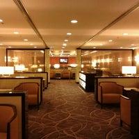Das Foto wurde bei Singapore Airlines SilverKris Lounge von C A. am 10/9/2012 aufgenommen