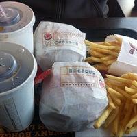 Снимок сделан в Burger King пользователем Emilia M. 10/14/2012