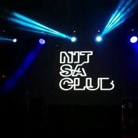 Foto tomada en Nitsa club por Adriana O. el 5/7/2017