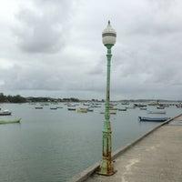 Foto tirada no(a) Praia de Manguinhos por Roberta C. em 7/2/2013