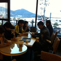 Photo taken at 문리버커피 by Jung-yun C. on 1/4/2014