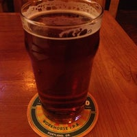 Foto scattata a Laurelwood Public House & Brewery da Theresa . il 11/17/2012