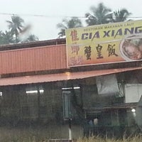 Photo taken at Cia Xiang Seafood Restaurant (佳鄉海鮮蟹皇飯) by Sim K. on 12/15/2012