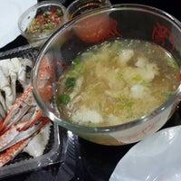 Photo taken at ต้มยำหัวปลากะพงแดง หทัยราษฎร์ by Paskorn I. on 8/26/2014