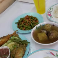 Photo taken at ต้นอ้อยอาหารตามสั่ง by Paskorn I. on 12/29/2014