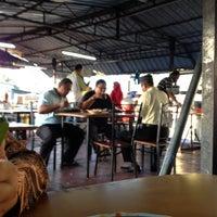 Photo taken at Warung Kopi Depan Klinik by Pkcik T. on 12/18/2013