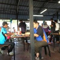 Photo taken at Warung Kopi Depan Klinik by Pkcik T. on 1/20/2013