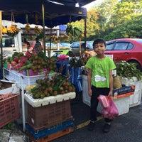 Photo taken at Kompleks Makan Tanglin by Irwan A. on 7/17/2016