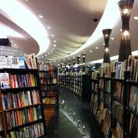 Foto scattata a Books Kinokuniya da Sawinee T. il 3/8/2013