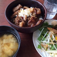 Photo taken at 焼肉 大将軍 横浜ベイクォーター店 by Shinobu F. on 4/17/2014