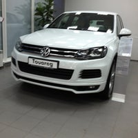 Photo taken at Volkswagen АВТО ЗИГЕР by Мария Х. on 3/22/2013