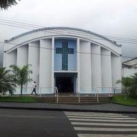Photo taken at Igreja Medalha Milagrosa by Fabitio O. on 3/30/2013