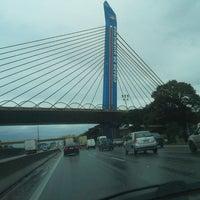 Foto tirada no(a) Viaduto Cidade de Guarulhos por Josias J. em 5/28/2013